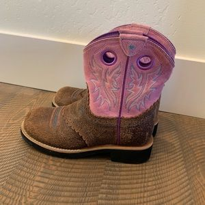 Little girls Ariat Boots size 2 💫